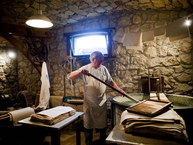 Artisan Chartreuse Moulin Papier Tourne