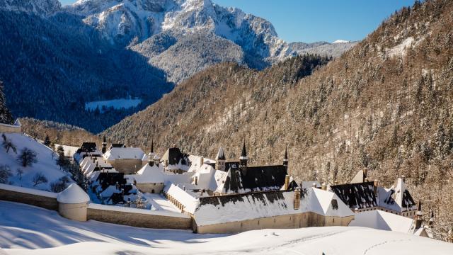 Monastère De La Chartreuse Sous La Neige