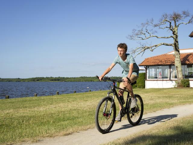 Piste cyclable au bord du lac de Léon | Côte Landes Nature
