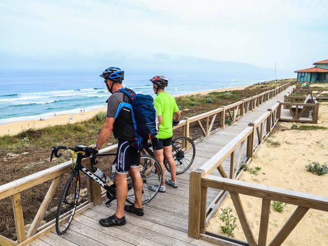 Cyclistes à l'arrêt au Cap De L'homy