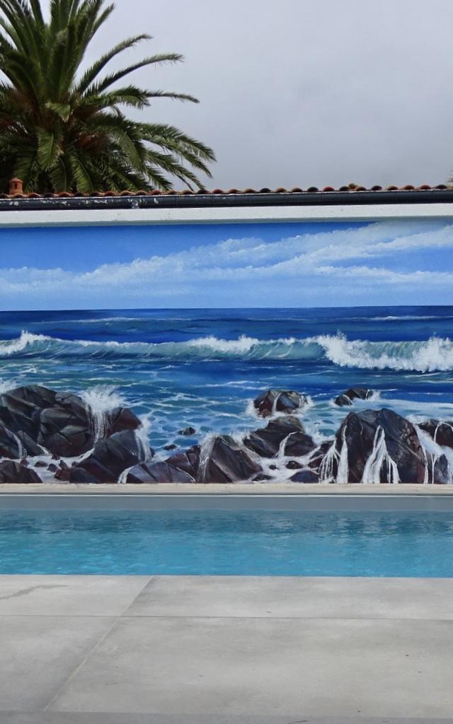 Fresque par Anne Larose, à Biarritz