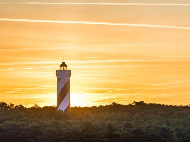 Lever de soleil sur le phare de Contis