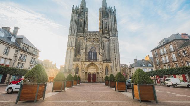 Parvis de la cathédrale de Coutances