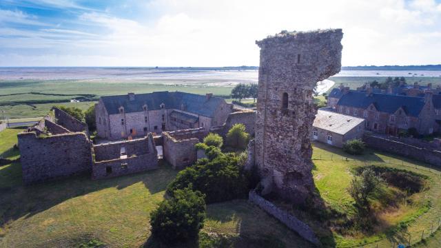 Château de Regnéville sur Mer vu du ciel
