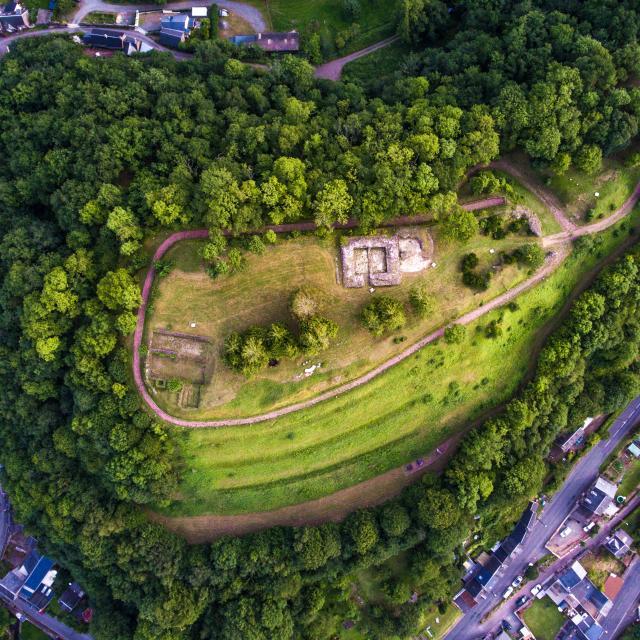Site des ruines du château de Gavray-sur-Sienne vu du dessus
