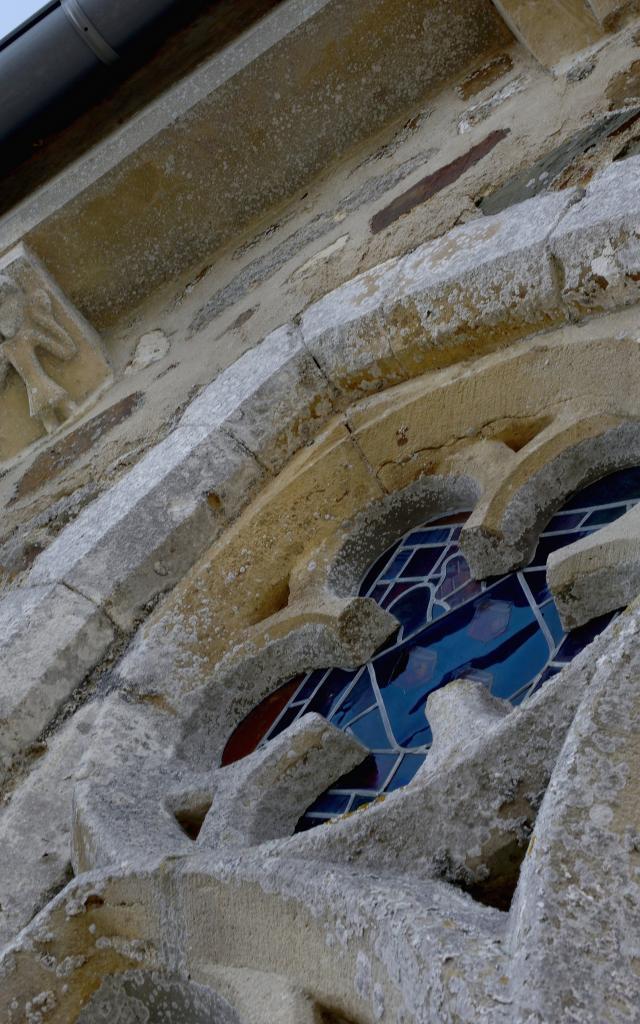 Détails architecturaux de l'église de SAvigny