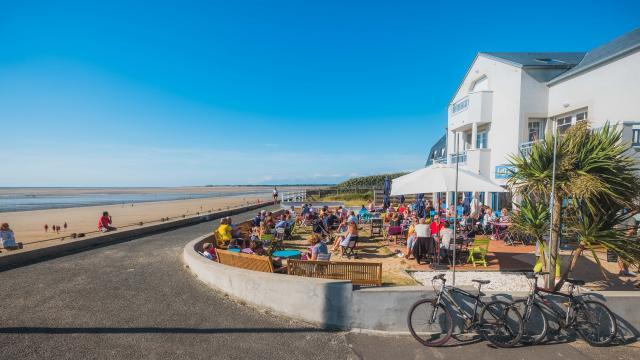 Digue et vélos à Hauteville sur Mer