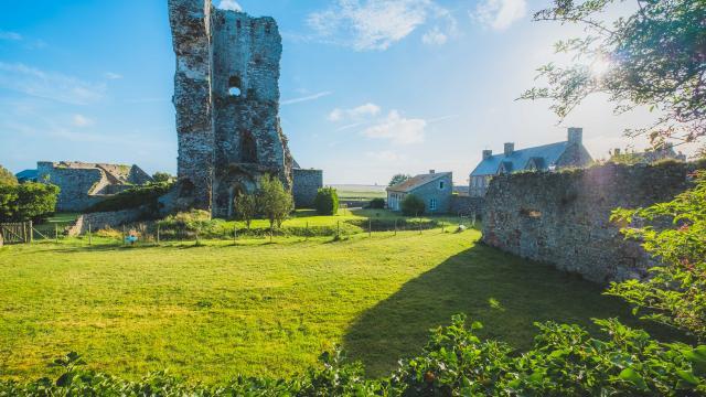 tour du Château de Regneville sur mer