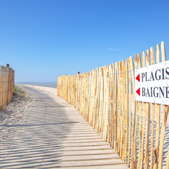 accès à la plage de hauteville sur mer