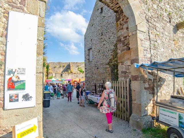 Entrée du château de Regnéville sur Mer