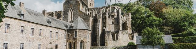 Vue de l'abbaye de Hambye depuis le parc