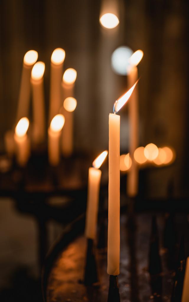 Bougies dans une chapelle de la cathédrale de Coutances