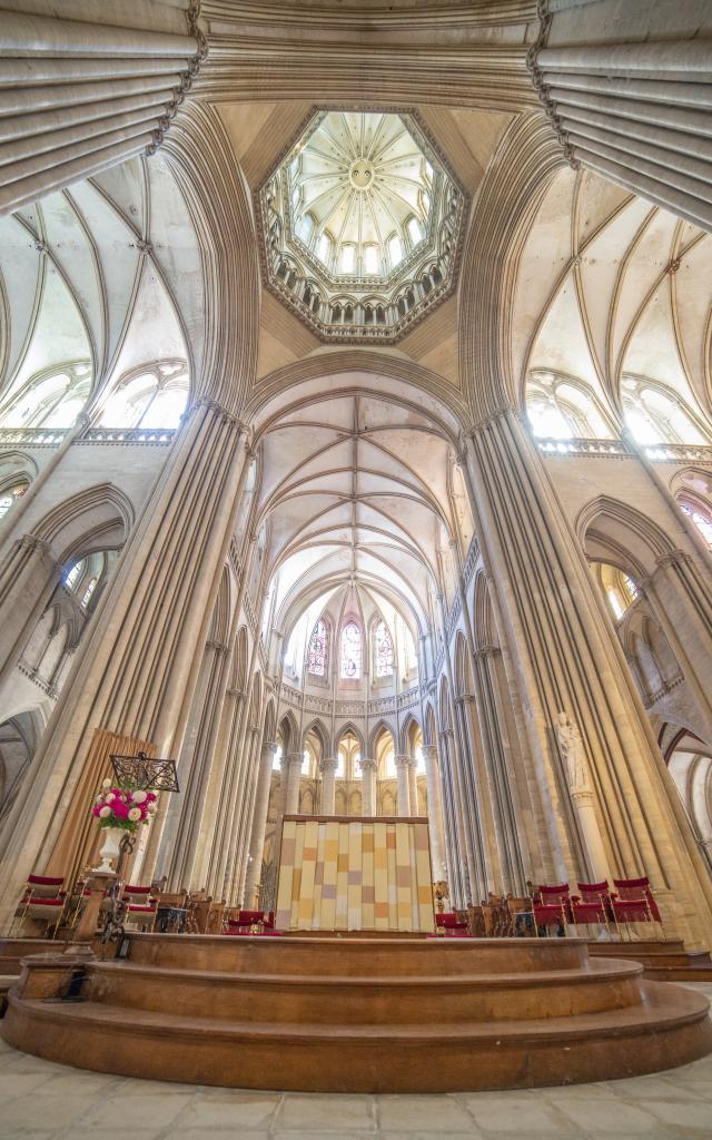 Vue sur les parties hautes de la cathédrale de Coutances