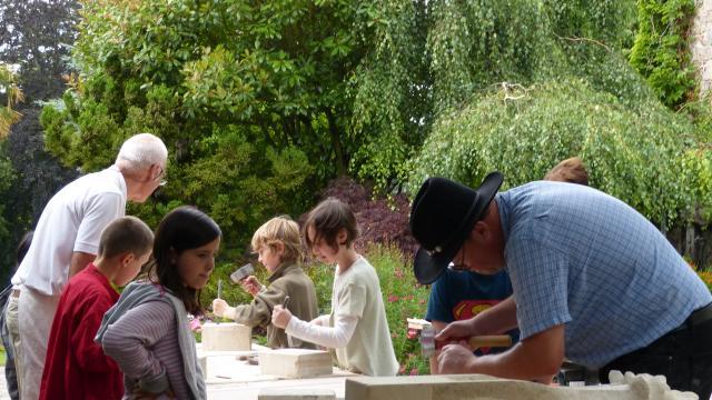 Ateliers taille de pierre du pays d'art et d'histoire du coutançais pour les enfants