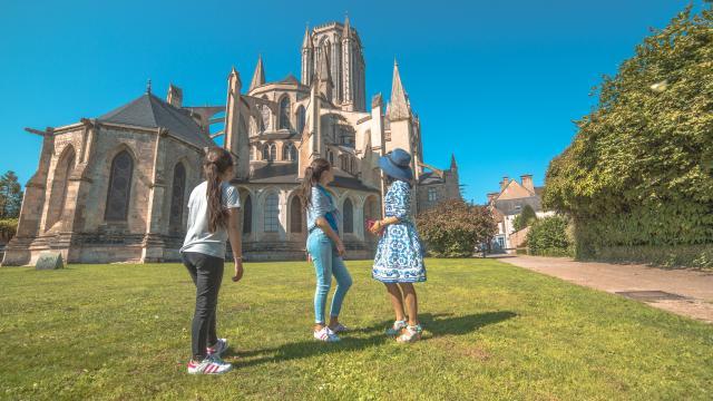 Cathédrale de COutances en visite de groupe