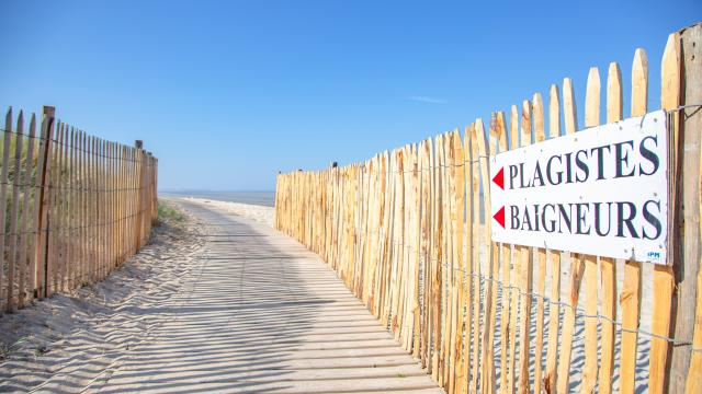 sentier aménagé plage accessible à hauteville sur mer