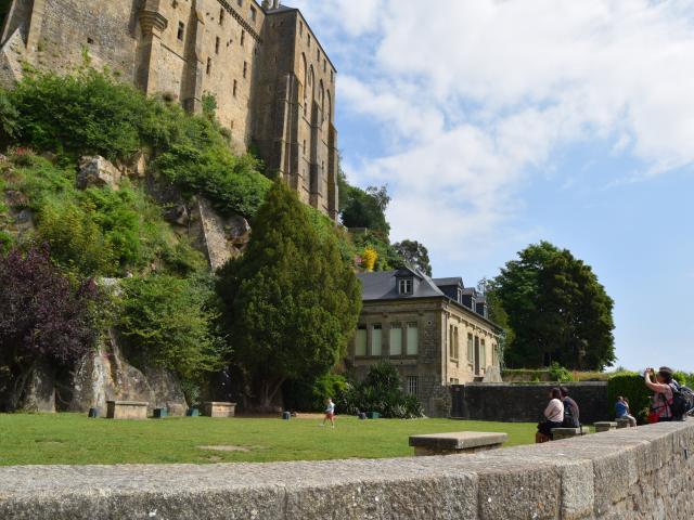 Vue du Mont-Saint-Michel, remparts
