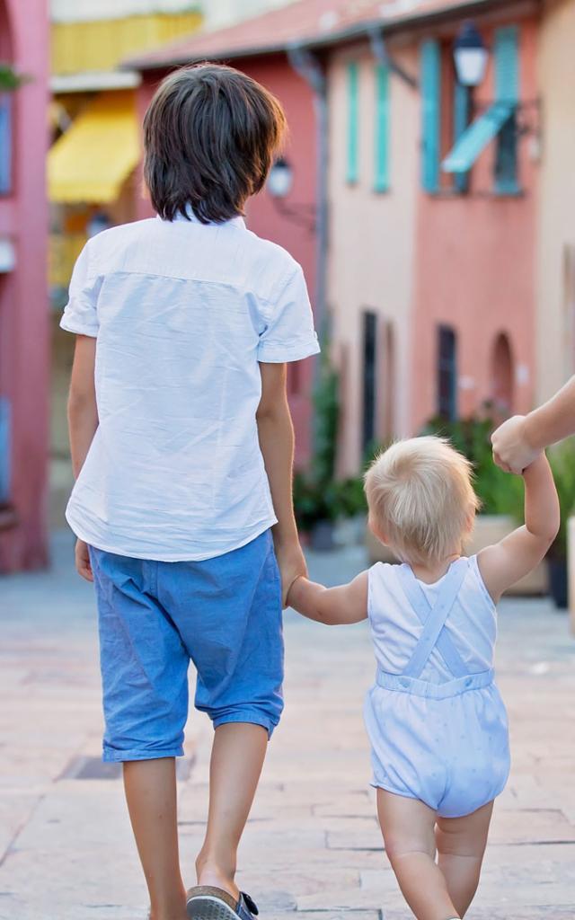 Cover En Famille Istock 1035775250 1920x1080 1