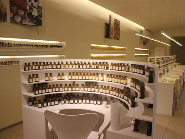 orgue-du-parfumeur-fragonard-grasse-557x400-1.jpg