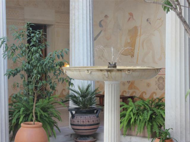 Patio Villa Kerylos 557x400 1