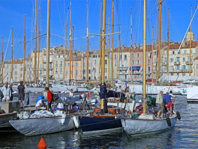 saint-tropez-voiles-port-2017-2-emmanuel-bertrand-557x400-1.jpg