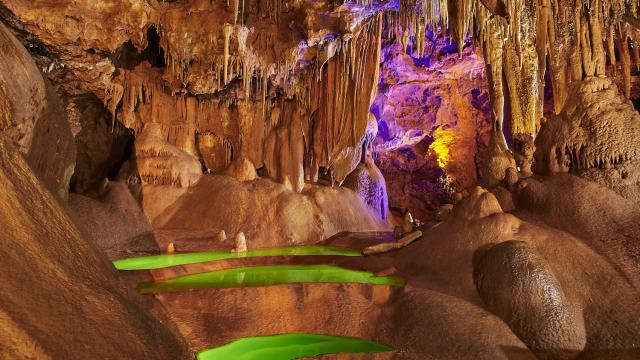 salle-des-gours-grotte-de-baume-obscure.jpeg