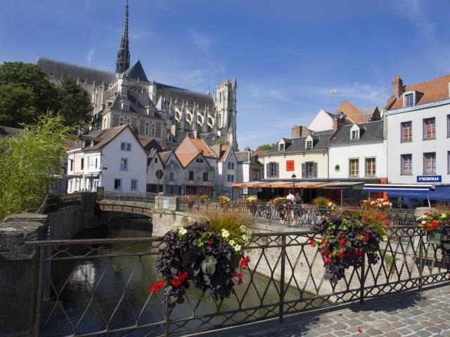 Amiens _ Place du Don et Cathédrale Notre-Dame © CRTC Hauts-de-France - AS Flament