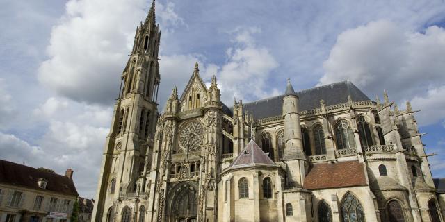Senlis _ Cathédrale Notre-Dame _ Parvis de la Cathédrale © CRTC Hauts-de-France - AS Flament
