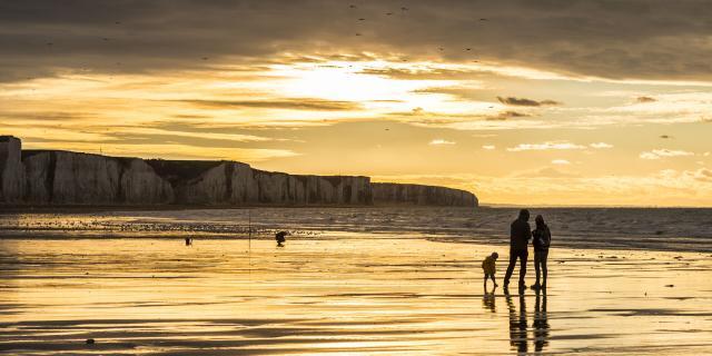 Ault, crépuscule sur les falaises balade sur la plage © CRTC Hauts-de-France - Stéphane Bouilland