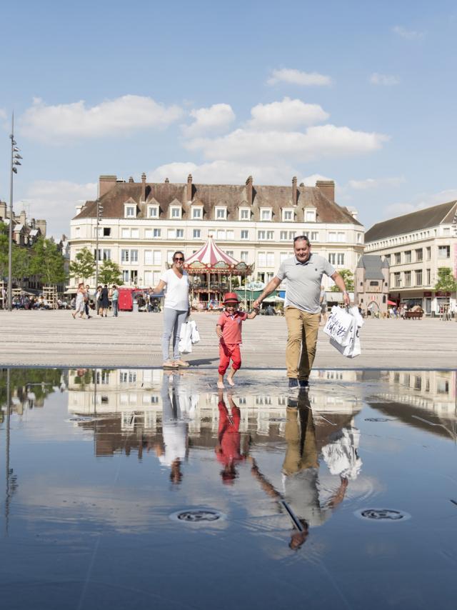 Beauvais Place Jeanne Hachette©b Teissedre Visitbeauvais (01)