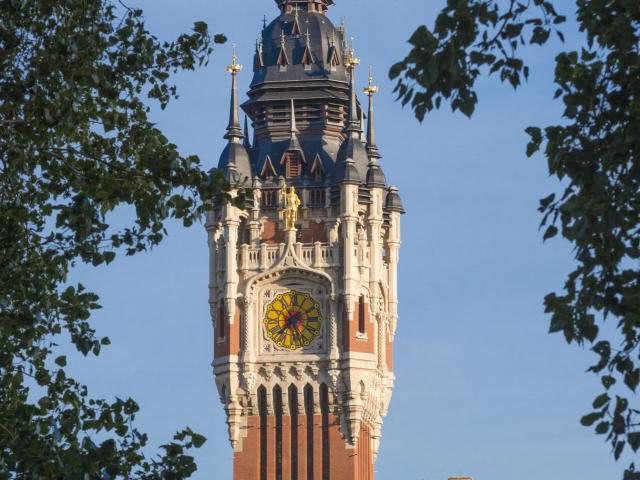 Calais _ Le Beffroi de l'Hôtel de Ville classé au patrimoine mondial de l'Unesco © Frederik Astier