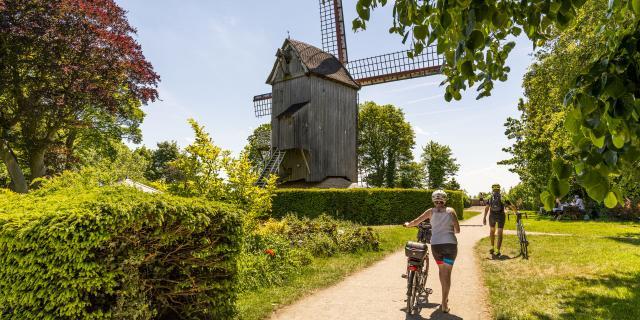 Cassel_Le mont Cassel et son ancien moulin en bois ©CRTC Hauts-de-France - Stéphane BOUILLAND