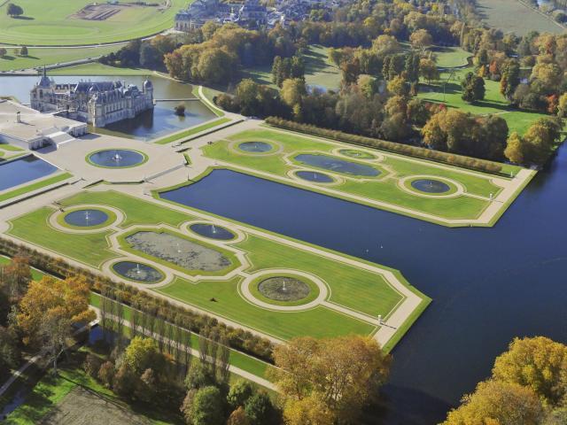 Chantilly _ Château et jardins vus du ciel ©CRTC Hauts-de-France - Jean-Louis Aubert