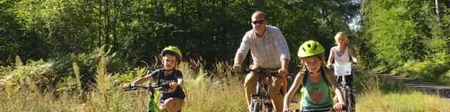 Saint-Jean-aux-Bois _ Balade à vélo en famille en forêt de Compiègne © CRTC Hauts-de-France - Hervé Hughes