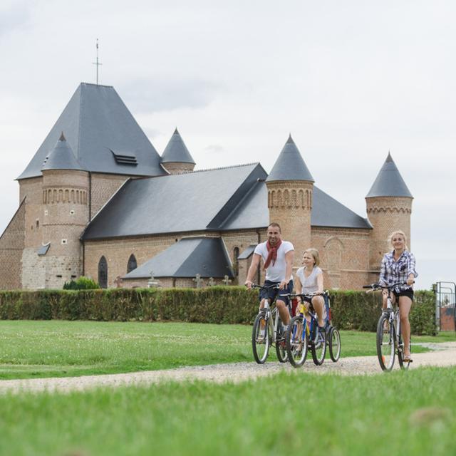 Flavigny-le-Grand _ Eglise fortifiée et voie verte © CRTC Hauts-de-France - Teddy Henin