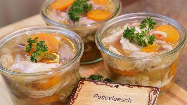 Godewaersvelde, bocaux de potjevleesch de la boucherie kiecken, terrine de viande en gelée avec carottes ©CRTC Hauts-de-France - Anne-Sophie FLAMENT