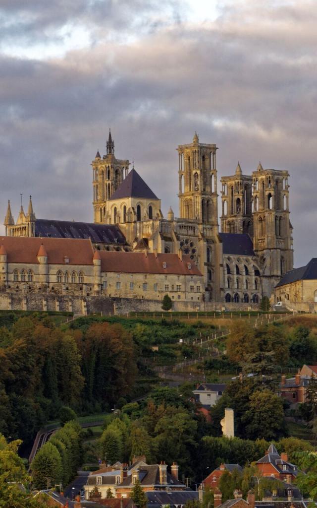 Laon_ Cathédrale Notre-Dame de style gothique © Hemis.fr - René Mattes