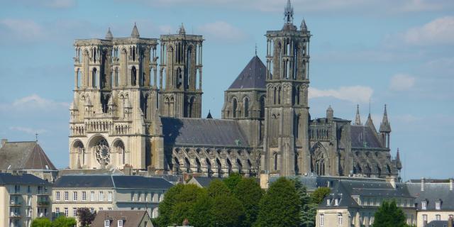 Laon _ Cathédrale vue depuis Plateau Saint Vincent © OT Pays de Laon