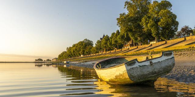 Saint-Valery-sur-Somme _ Baie de Somme _ Les barques le long du chenal de la Somme utilisées par les pêcheurs et par les chasseurs pour traverser le chenal © CRTC Hauts-de-France - Stéphane Bouilland