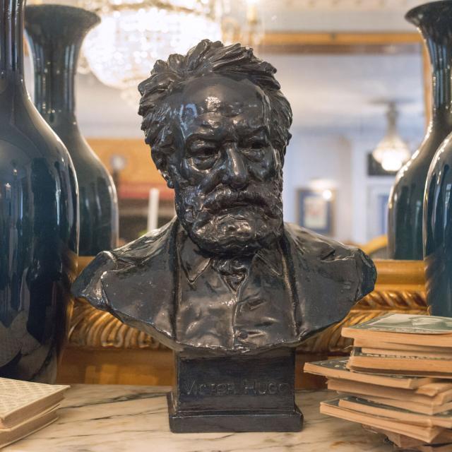 Ault Villa Aultia Statue Victor Hugo ©CRTC Hauts de France Nicolas Bryant