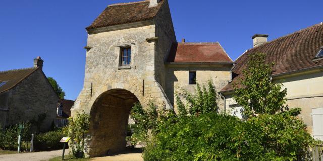 Saint-Jean-aux-Bois _ Porte de la ferme © CRTC Hauts-de-France - Hervé Hughes