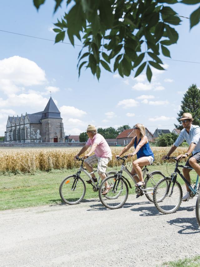 Brissay-Choigny_Eglise_sur_la_Voie_Verte © Teddy Henin - Agence Aisne Tourisme