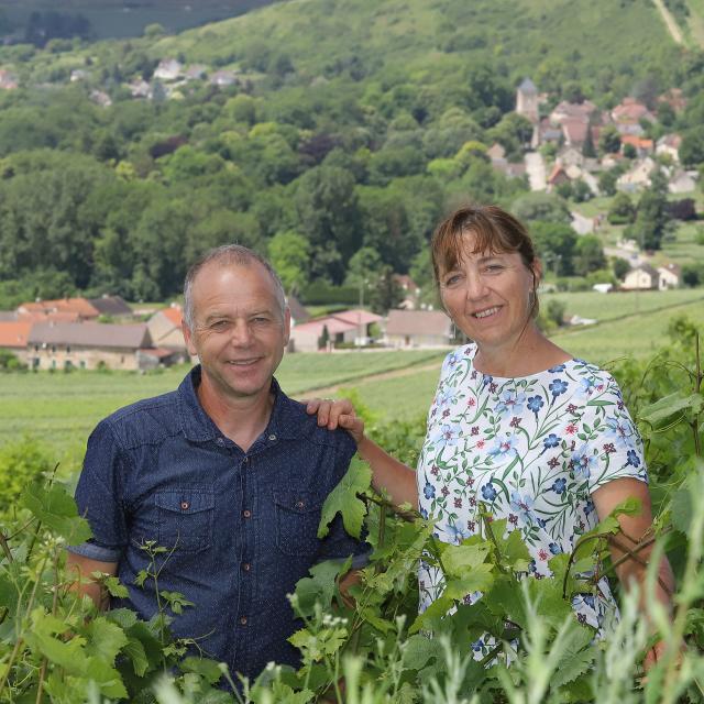 Eric et Nadine Lévêque dans leur vignoble ©Didier Tatin