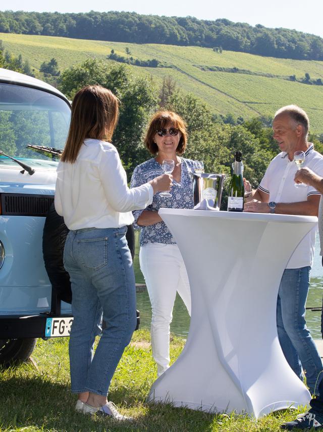 Barzy-sur-Marne_visite en combi Volkswagen© Champagne Leveque Dehan - Didier Tatin