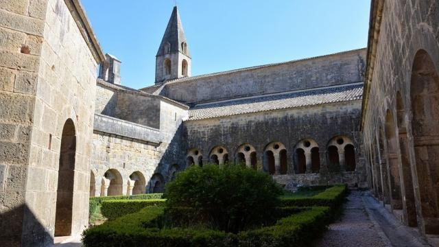 abbayethoronet-var-provence-ylemagadure.jpg