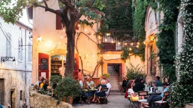 Arles Credit Victor Et Simon 2017 15941 1