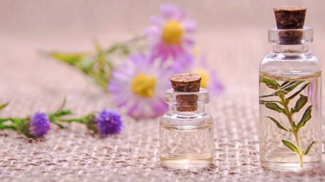 Essential Oils 3084952 1