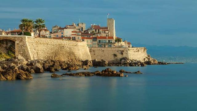 Itineraire Mediterranee A Velo Remparts Mairie Antibes Jbayle Vlp 1