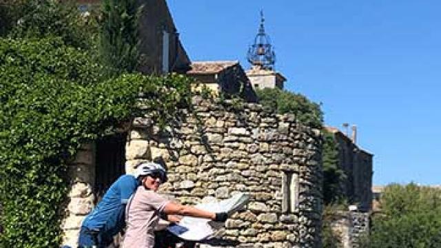 itineraire-mediterrannee-a-velo-luberon-village-velo-loisir-provence-1.jpg