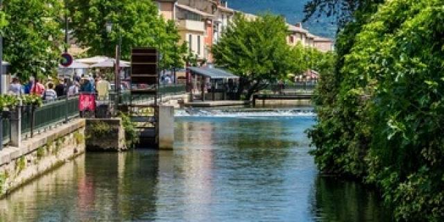 march-islesurlasorgue-provence-adobestock162481949.jpeg